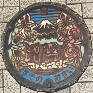 富士山人孔蓋_五竜の滝與市花 裾野市