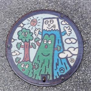 富士山人孔蓋_卡通版樹木富士山與太陽 富士吉田市