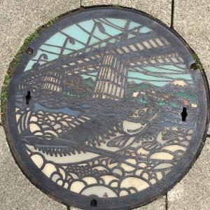 富士山人孔蓋_多摩川與向上游的鮭魚 東京都