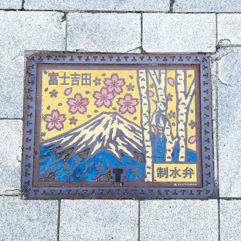 富士山人孔蓋_富士吉田市_方形人孔蓋
