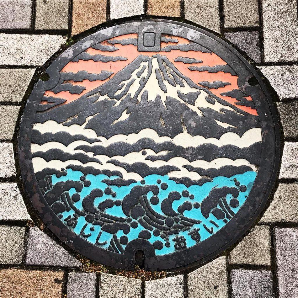 富士山人孔蓋_白雲與夕陽富士