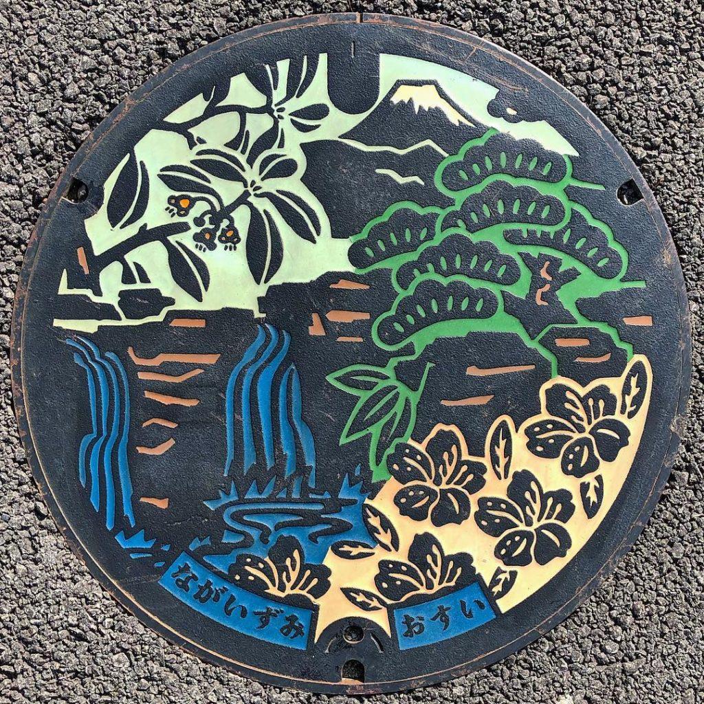 富士山人孔蓋_鮎壺の滝與町花